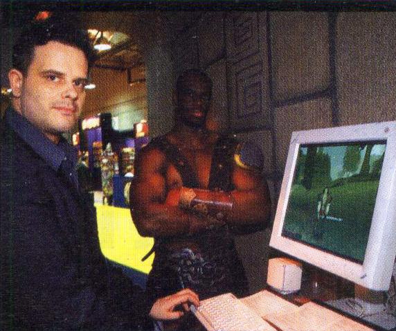 Ein Model für Gorn auf der E3 2000